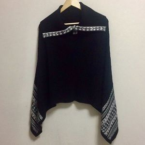 White House Black Market Poncho (xs) but fits up M
